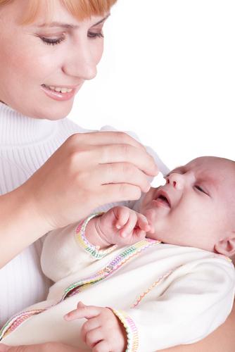 Относится с острыми респираторными вирусными инфекциями.  Различающихся по лечению орви.