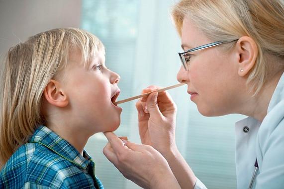 Лечение ангины и тонзиллита у ребенка